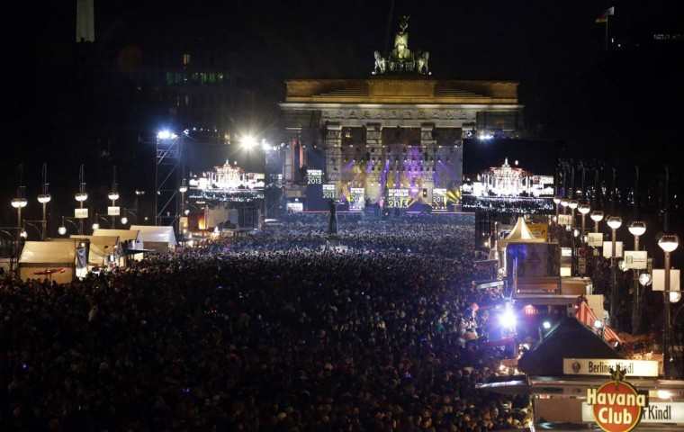 A general overview shows people attending New Year celebrations at the Brandenburger Tor gate in Berlin December 31, 2012. (Tobias Schwarz/Reuters)