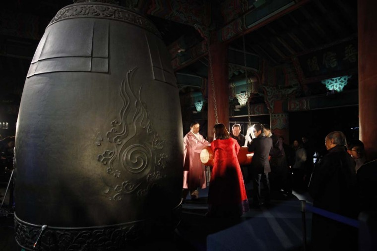 Seoul Mayor Park Won-soon (L) and participants hit a traditional bell to welcome the new year at Bosingak pavilion in central Seoul January 1, 2013. (Kim Hong-Ji/Reuters)