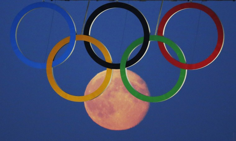 The full moon rises through the Olympic Rings hanging beneath Tower Bridge during the London 2012 Olympic Games August 3, 2012. (Luke MacGregor /Reuters)