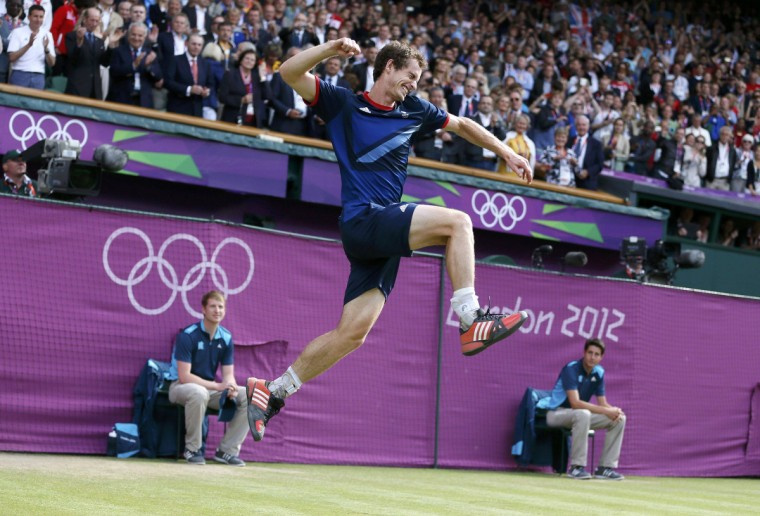 Britain's Andy Murray celebrates after defeating Switzerland's Roger Federer in the men's singles tennis gold medal match at the All England Lawn Tennis Club during the London 2012 Olympic Games August 5, 2012. (Stefan Wermuth/Reuters)