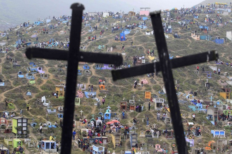 A view of Nueva Esperanza cemetery during the Day of the Dead celebrations in Villa Maria, Lima November 1, 2012. Each year people visit the cemetery, one of Latin America's largest, to honour the dead. (Enrique Castro-Mendivil/Reuters)
