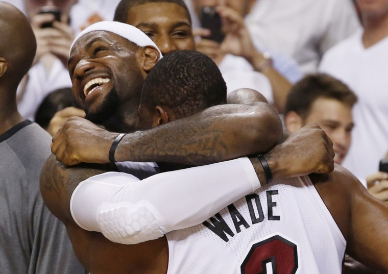 Miami Heat's LeBron James (L) hugs teammate Dwyane Wade near the end of Game 5 of the NBA basketball finals against the Oklahoma City Thunder in Miami, Florida, June 21, 2012. (Mike Segar/Reuters)