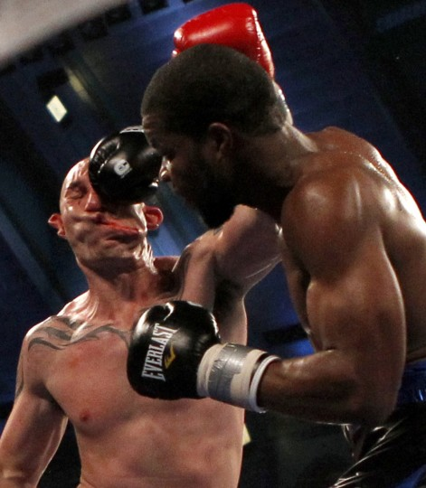 Boxer Lavarn Harvell (R) connects to the head of Tony Pietrantonio for a knockout during their third round of light heavyweight boxing fight in Atlantic City, New Jersey April 28, 2012. (Tim Shaffer/Reuters)
