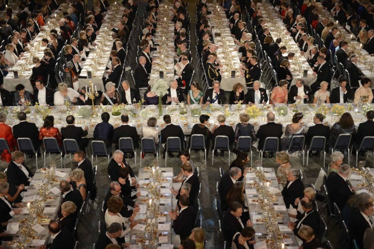 Nobel laureates and guests are seated in the Blue Hall to attend the Nobel Banquet at City Hall in Stockholm December 10, 2012. (Jessica Gow/Scanpix via Reuters)