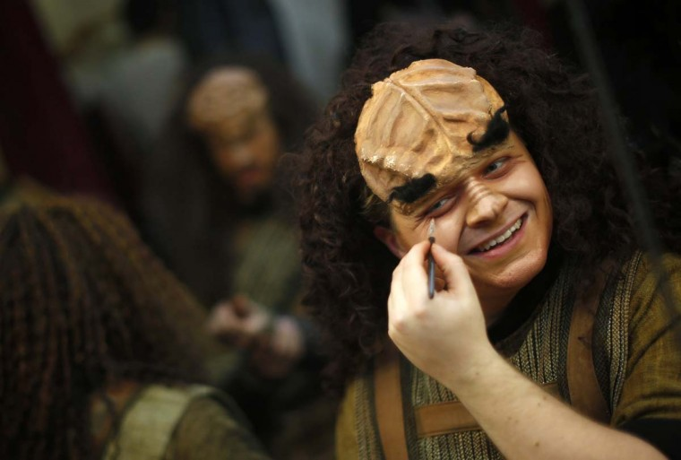 "Performer Wyatt Weber puts on make-up for a performance in ""A Klingon Christmas Carol"" in Chicago, December 20, 2012. (Jim Young/Reuters)"