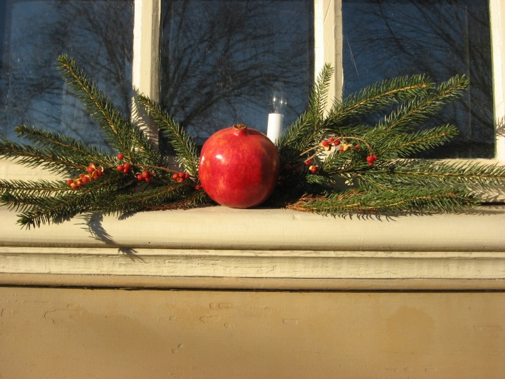 Window sills in Colonial Williamsburg get a holiday touch, too. (Susan Reimer/Baltimore Sun)