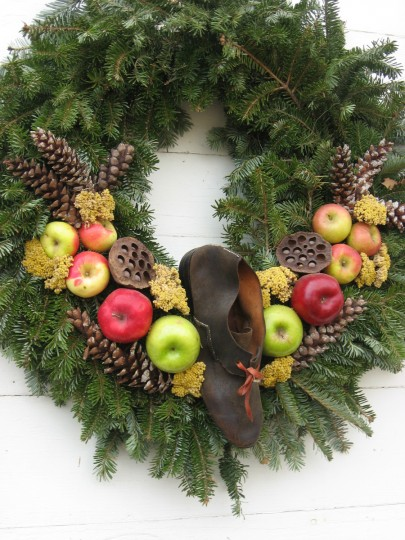 A shoe adorns the wreath outside the cobbler's shop. (Susan Reimer/Baltimore Sun)