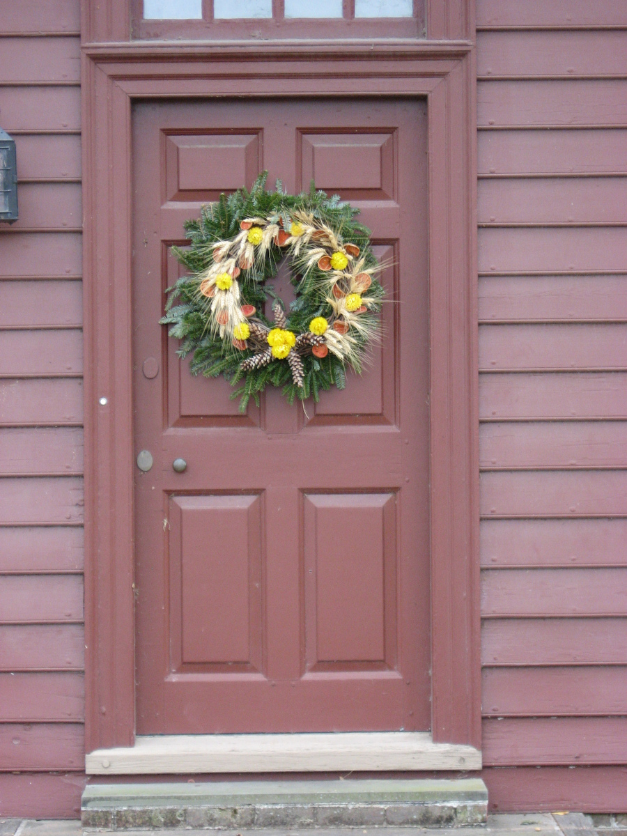 Holiday wreaths in colonial williamsburg for Colonial windows and doors