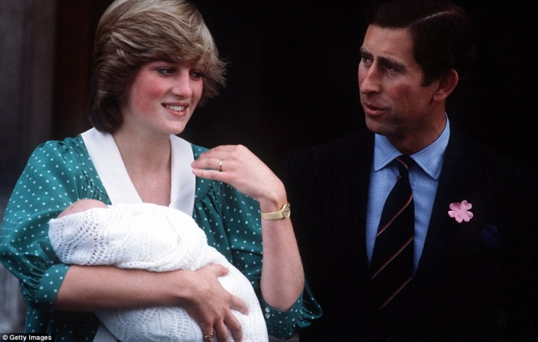 Prince William makes his first public appearance as his parents Princess Diana and Prince Charles leave the hospital the day after his birth. (Getty images)