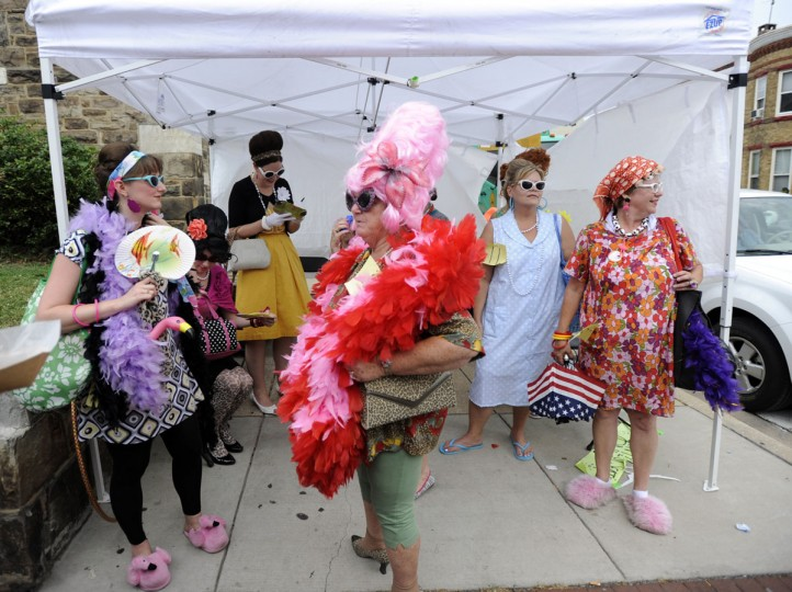 Hey @Lytro The Bawlmer Hons would love to get Lytro–ized, courtesy of @baltimoresun #LytroMe Original: Bawlmer Hon finalists wait to take the stage at their competition in the 2010 Baltimore Hon Fest, held on The Avenue in Hampden. (Barbara Haddock Taylor/Baltimore Sun)