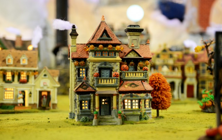 A section of the Glen Avenue train garden has several Halloween-themed miniature houses on display. (Jon Sham/BSMG)