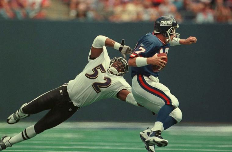 Ray Lewis pressures Giants quarterback Dave Brown in a 24-23 win on Sept. 14, 1997. (Kenneth K. Lam/Baltimore Sun Photo)