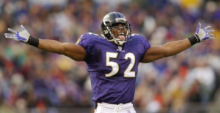 Ray Lewis pumps up the crowd during the Ravens' 44-6 rout of the San Francisco 49ers on Nov. 30, 2003, at M&T Bank Stadium. (David Hobby/Baltimore Sun Photo)