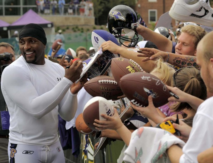 Ray Lewis signs autographs for a sea of Ravens fans during 2009 training camp at McDaniel College. (Lloyd Fox/Baltimore Sun Photo)