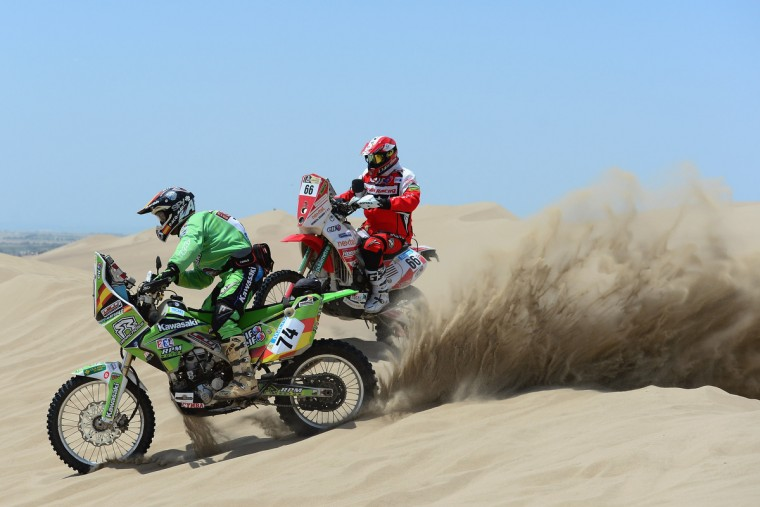 Paco Oscar Pascual of Jincheng Team and Eduardo Heinrich of Honda Racing Peru compete in the special stage on day one of the of the 2013 Dakar Rally on January 5, 2013 in Pisco, Peru. (Shaun Botterill/Getty Images)