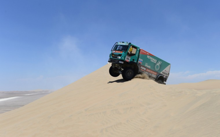 Hans Stacey of team Iveco competes during the stage from Pisco to Pisco on day two of the 2013 Dakar Rally on January 6, 2013 in Pisco, Peru. (Shaun Botterill/Getty Images)