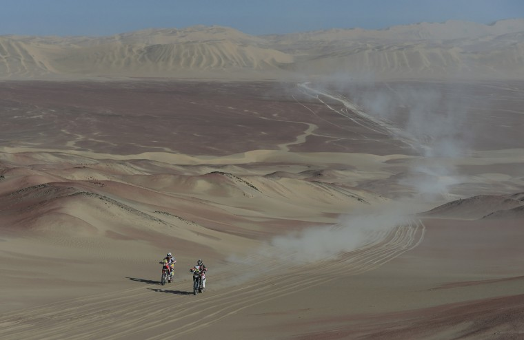 Riders compete during the stage from Pisco to Nazca on day three of the 2013 Dakar Rally on January 7, 2013 in Pisco, Peru.(Shaun Botterill/Getty Images)