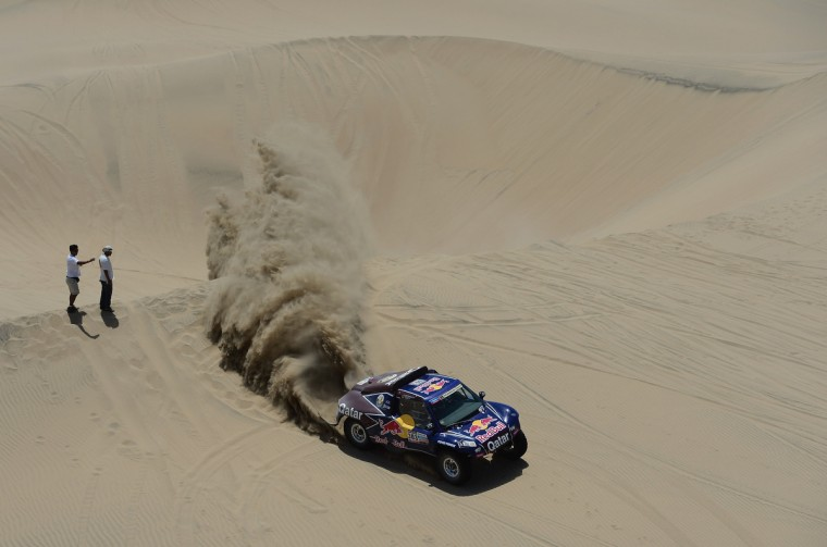 Carlos Sainz and co-pilot Timo Gottshalk of team Buggy compete during the stage from Pisco to Nazca on day three of the 2013 Dakar Rally on January 7, 2013 in Pisco, Peru. (Shaun Botterill/Getty Images)