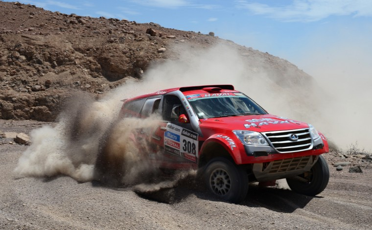 Carlos Sousa and co-pilot Miguel Ramalho of team Great Wall compete in stage 5 from Arequipa to Arica during the 2013 Dakar Rally on January 9, 2013 in Arequipa, Peru. (Shaun Botterill/Getty Images)