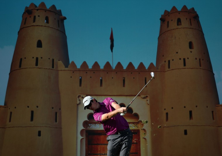 Justin Rose of England hits his tee-shot on the 15th hole during the first round of The Abu Dhabi HSBC Golf Championship at Abu Dhabi Golf Club in Abu Dhabi, United Arab Emirates. (Andrew Redington/Getty Images)
