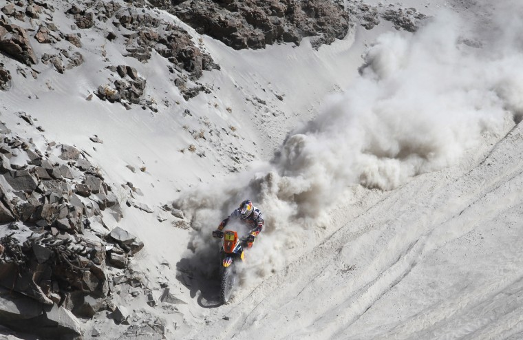 KTM rider Cyril Despres (L) of France competes during Stage 5 of the Dakar Rally 2013 between Arequipa and Arica, Chile, on January 9, 2013. (Frederic Le Floc'h/Getty Images)