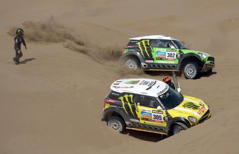 Mini's driver Stephane Perterhansel (C) of France passes next to Mini's driver Nani Joan Roma of Spain (R) during the Stage 6 of the Dakar 2013 between Arica and Calama, Chile, on January 10, 2013. (Franck Fife/Getty Images)
