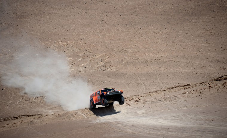 US Robby Gordon steers his Hummer during the Dakar 2013 Stage 6 between Arica and Calama, Chile, on January 10, 2013. (Franck Fife/Getty Images)