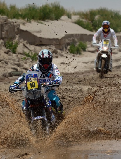 France's David Casteu (L) competes during Stage 8 of the Dakar Rally 2013 between Salta and Tucuman, Argentina, on January 12, 2013. (Franck Fife/Getty Images)