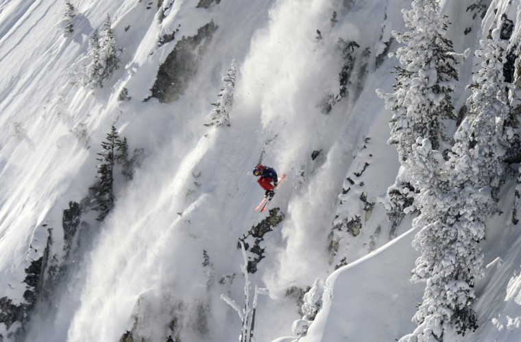 "Sam Favret of France glides on the wide face of ""Cirque de Fond Blanc"" during the 5th Linecatcher at the Les Arcs ski resort, French Alps. (Philippe Desmazes/Getty Images)"