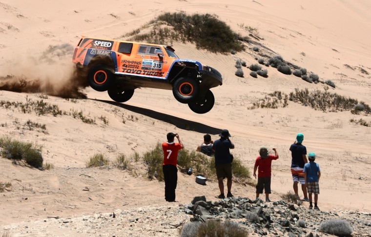 US Robby Gordon steers his Hummer during the Stage 12 of the 2013 Dakar Rally between Fiambala in Argentina and Copiapo in Chile, on January 17, 2013. (Franck Fife/Getty Images)