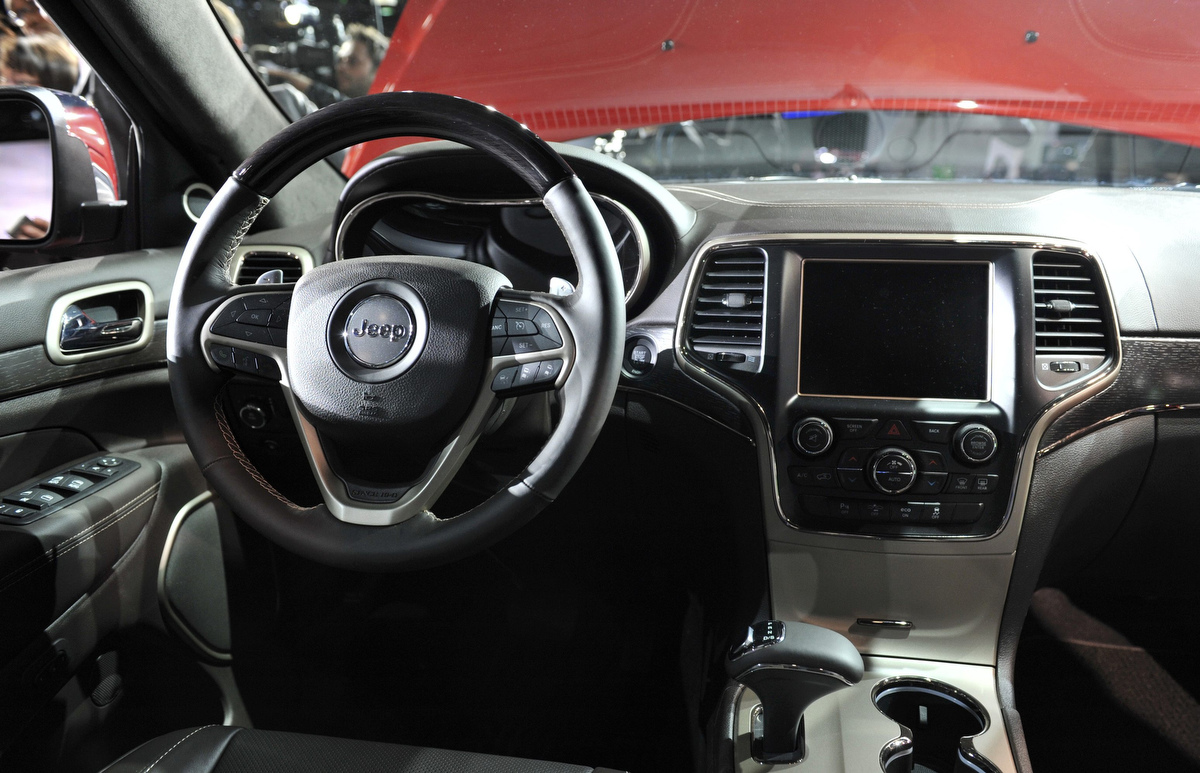 Srt8 2018 >> View of the interior of the 2014 Jeep Grand Cherokee at ...