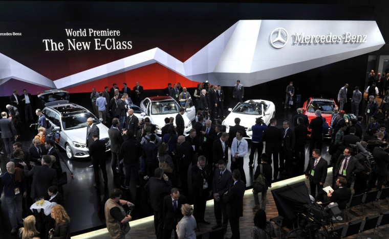 General view of members of the media gathered at the Mercedes Benz stand at the North American International Auto Show in Detroit, Michigan. (James Fassinger/Reuters photo)