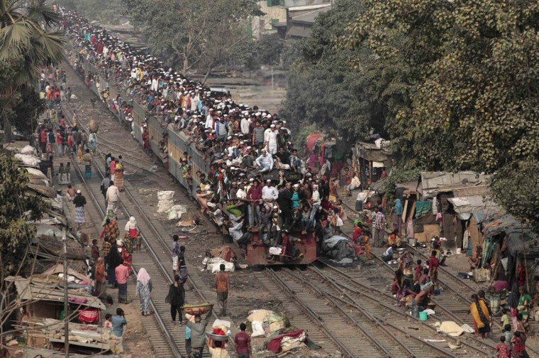 Commuters ride on the roof of a train as they come back to the city after attending the final prayer of Biswa Ijtema in Dhaka January 20, 2013. Thousands of Muslims joined the Akheri Munajat, the final supplication as the second phase of the Muslims congregation concluded by seeking forgiveness and blessings for mankind on Sunday, local media reported. (Andrew Biraj/Reuters)