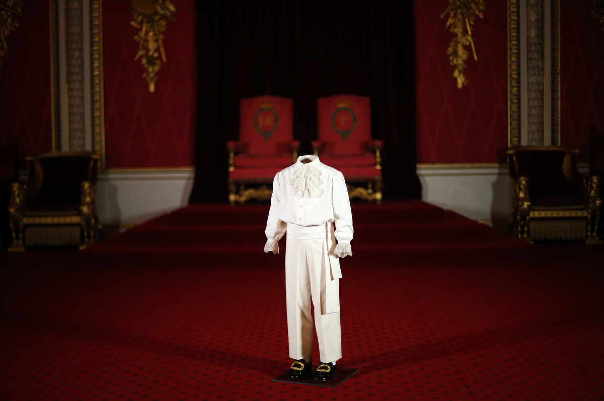 Throne room buckingham palace - The Suit Worn By Prince Charles On The Day Of His Mother S Coronation Is Displayed In The Throne Room At Buckingham Palace During A Media Preview Of This