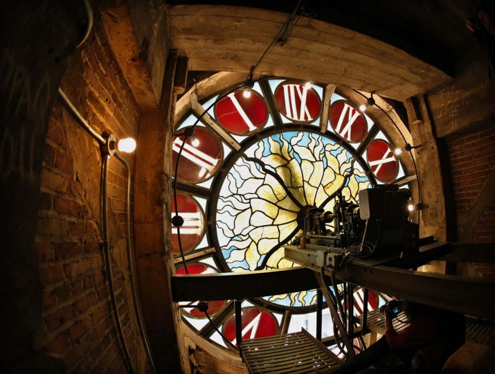 A view inside the Tiffany clock over Park Ave and 42nd St. Is pictured at Grand Central Terminal in New York, January 25, 2013. (Brendan McDermid/Reuters)