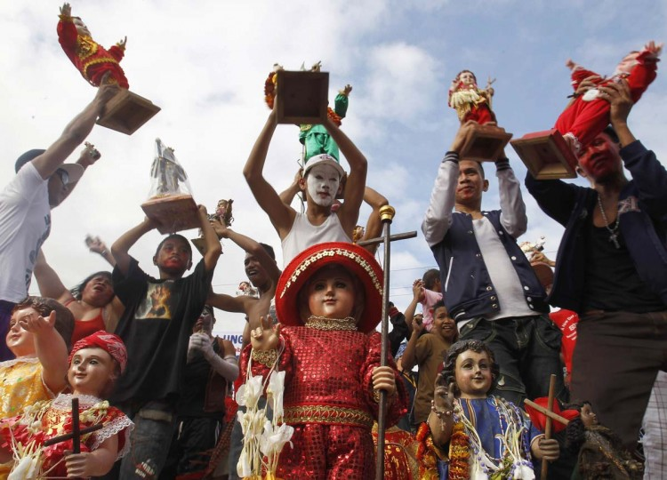 Devotees dance with images of Child Jesus in various outfits after a mass, during the annual Santo Nino (Child Jesus) Festival at a church in Manila January 20, 2013. (Cheryl Ravelo/Reuters)