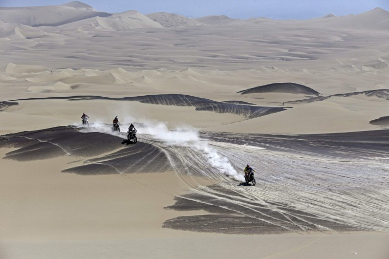 Motorcyclists compete during the 3rd stage of the Dakar Rally 2013 from Pisco to Nazca January 7, 2013. (Jacky Naegelen/Reuters)