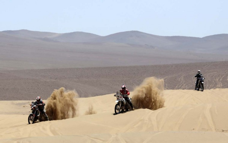 Motorcyclists compete during the 13th stage of the Dakar Rally 2013 from Copiapo to La Serena, January 18, 2013. (Jacky Naegelen/Reuters)