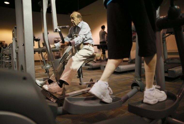 Dario Rossini, 90, (L) works out at a recreation center in Sun City, Arizona. (Lucy Nicholson/Reuters)