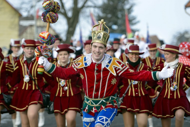 "The carnival figure ""Bajazz"" (C) leads the Herbsteiner Springerzug on February 11, 2013 in Herbstein, Germany. The Springerzug, literally ""jumping parade"", is an interpretation of carnival tradition particular to Herbstein. Niklas (l.) attend the Springerzug. (Thomas Lohnes/Getty Images)"