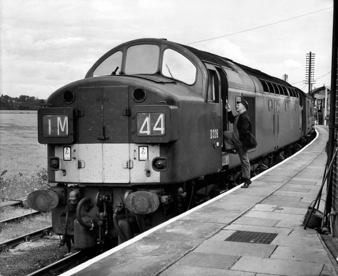 """August 8, 1963: Scene at Cheddington station, showing the Glasgow-London Royal mail train, which was attacked in the night by 15 armed robbers, including Ronnie Biggs, the right-hand of the """"brain"""" Bruce Reynolds, who stole 120 bags containing 5 million dollars, mostly in used bank notes, near Bridego Bridge north of London. The """"Great Train Robbery"""" of the Glasgow-London Royal Mail train in Buckinghamshire is one of the biggest hold-up in British history. (AFP/Getty Images)"""