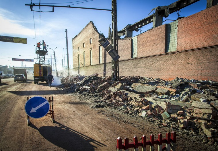 Workers repair a power line near the wall of a local zinc plant that was damaged by a shockwave from a meteor in the Urals city of Chelyabinsk, on February 15, 2013. (Oleg Kargopolov/AFP/Getty Images)