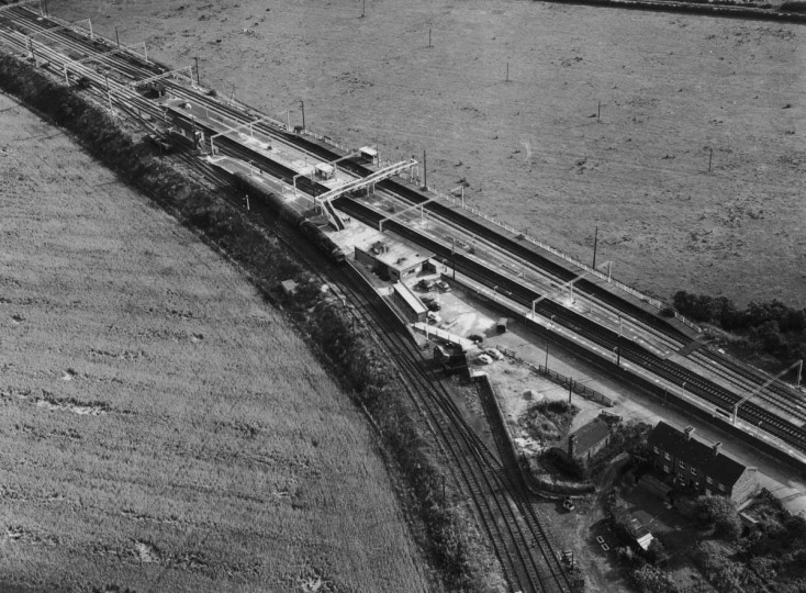 August 1963: An aerial view of the Glasgow to London travelling post office (TPO) train near Bridego Railway Bridge in Buckinghamshire, England, after the 2.6 million pound 'Great Train Robbery.' (Evening Standard/Hulton Archive/Getty Images)