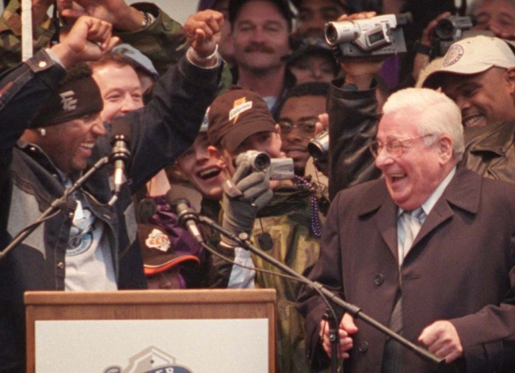 January 30, 2001 —Baltimore Raven Linebacker Ray Lewis, left, coaxes team owner Art Modell, right, into a little dance during the rally celebrating the Ravens Superbowl victory. (David Hobby/Baltimore Sun)