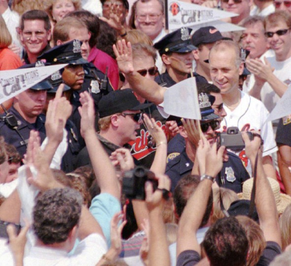 Sept. 7, 1995 — Cal Ripken Jr. welcomed by fans at the Inner Harbor. (Chiaki Kawajiri/Baltimore Sun)