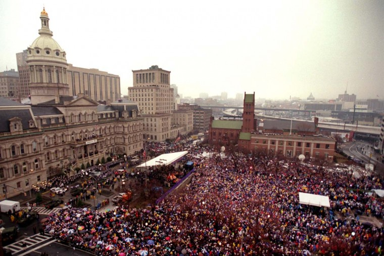 January 30, 2001 — Fans fill the War Memorial Plaza at the Baltimore Ravens Super Bowl XXXV Victory Celebration. (Perry Thorsvik/Baltimore Sun)