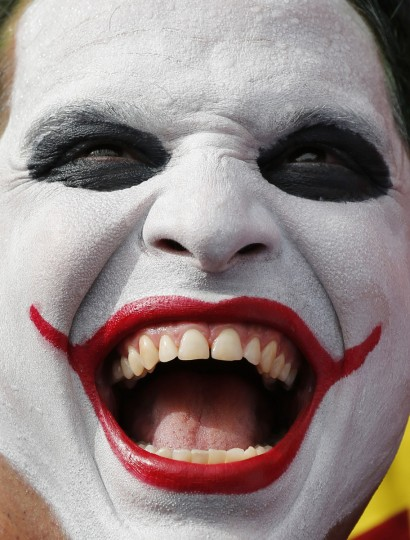 "A reveller dressed as the ""Joker"" takes part in the ""Desliga da Justica"" carnival parade during pre-carnival festivities in Rio de Janeiro January 26, 2013. (Sergio Moraes/Reuters)"