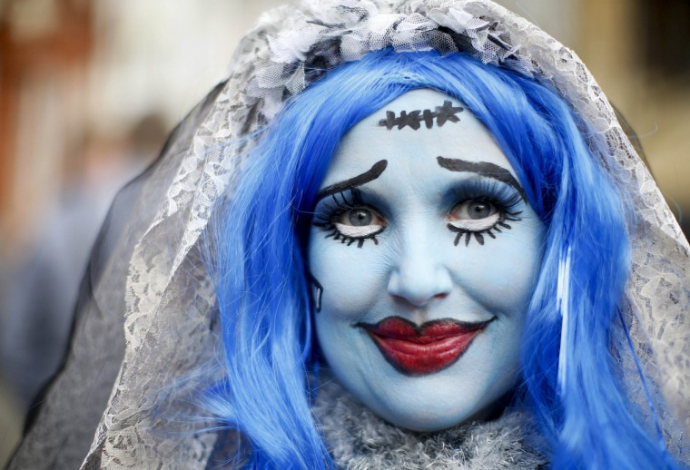 A carnival reveller dressed in a fancy costume takes part in the traditional Rose Monday street carnival parade in Mainz February 11, 2013. The Rose Monday parades in Cologne, Mainz and Duesseldorf are the highlight of the German street carnival season. (Lisi Niesner/Reuters)