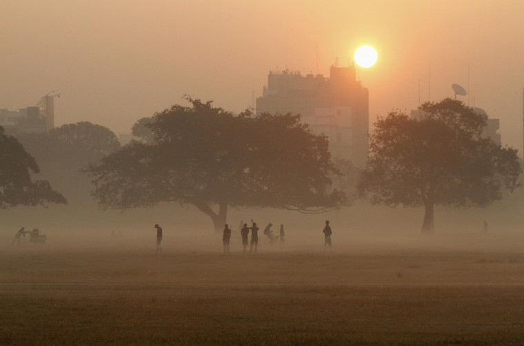 Joggers stand amid fog as sun rises in Kolkata. (Rupak De Chowdhuri/Reuters)