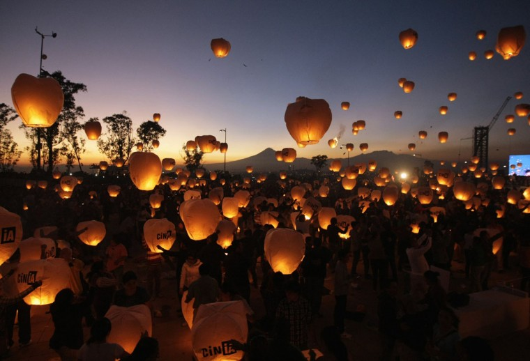 Participants launch sky lanterns during an event in Puebla, near Mexico City, on December 16, 2012. Organizers hope to break a Guinness world record by launching 16,000 lanterns, all of which were made by people with disabilities, according to local authorities. (Imelda Medina/Reuters)